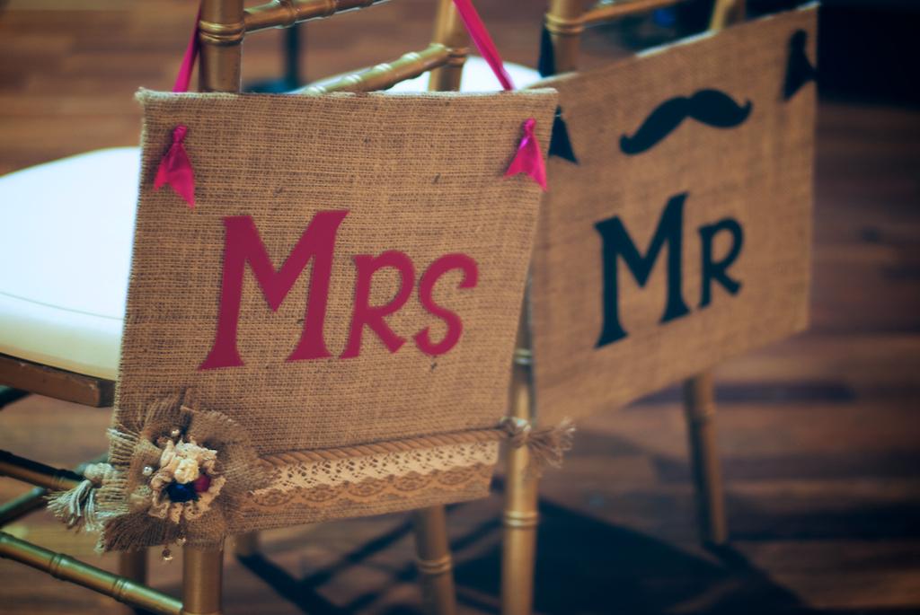 Letreros de sillas para novios moments by wl for Sillas para novios
